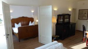 Schlafzimmer und Wohnraum